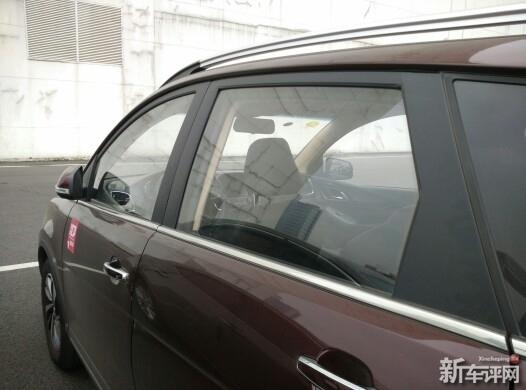驾驶席的车窗有些异响