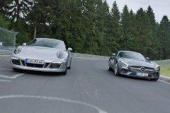 奔驰AMG GTS对比保时捷911 GTS视频